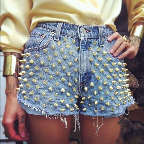 DIY Transformação Shorts tachas