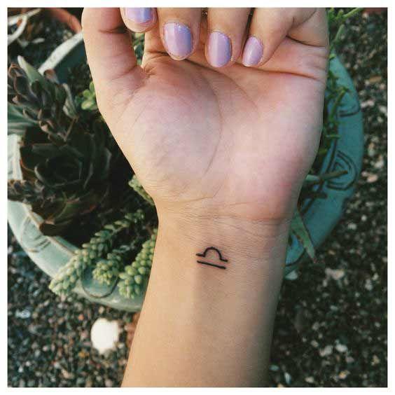 Tatuagens de Signos libra pulso
