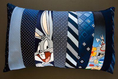 almofada feita de gravatas