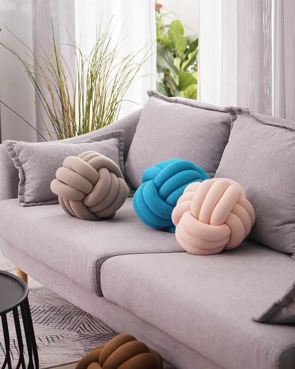 almofada no sala sofa