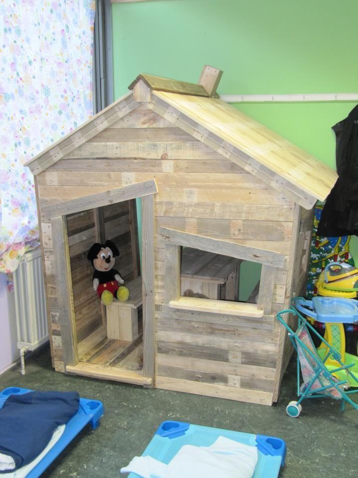 casa de bonecas com paletes