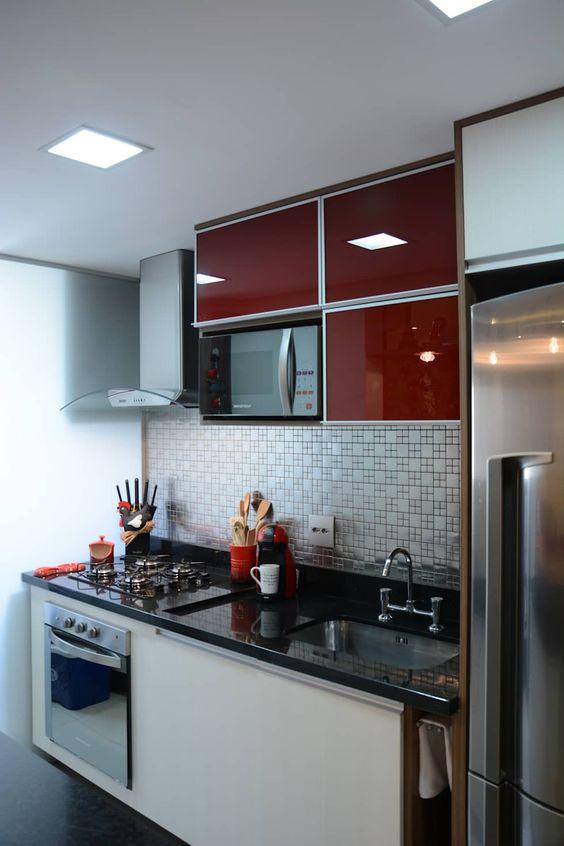 cozinha pequena decorada vermelha