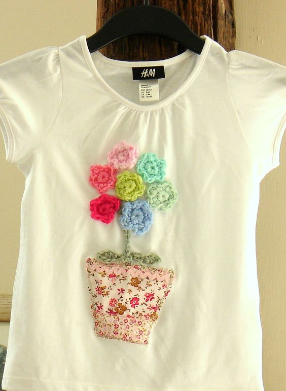 customizar camiseta croche aplicacao flores