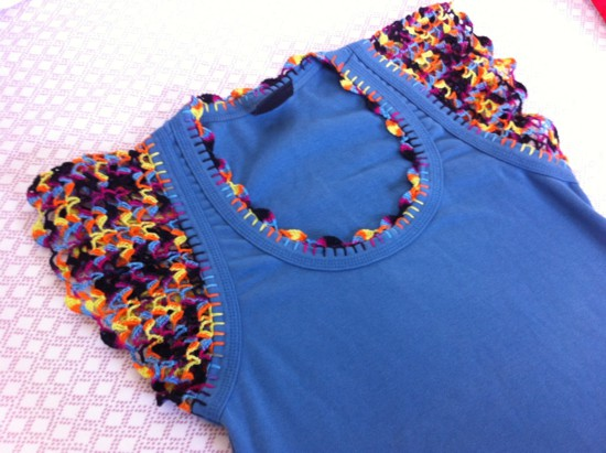 customizar camiseta croche colorida
