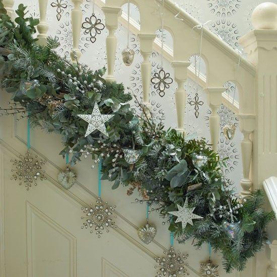 decoração das escadas natal com estrelas