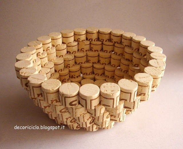 10 ideias para decorar com rolhas de corti a - Molduras de corcho ...