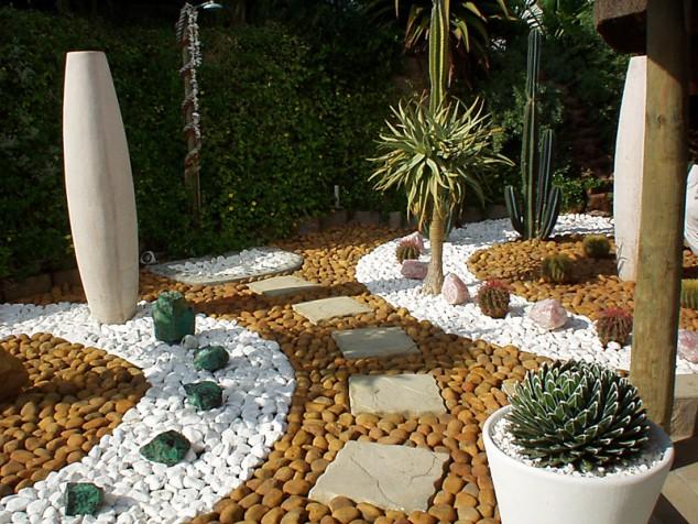 decoraçao jardim com pedras