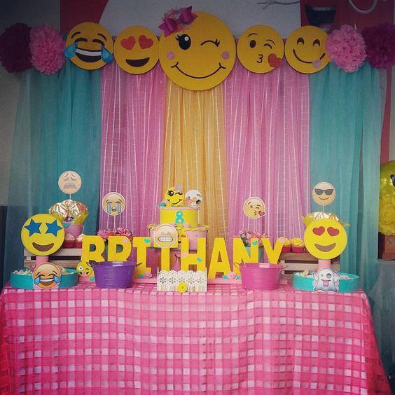 decoracao festa emoji 17