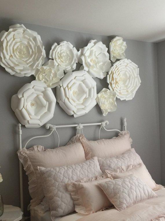 decoracao parede flores brancas