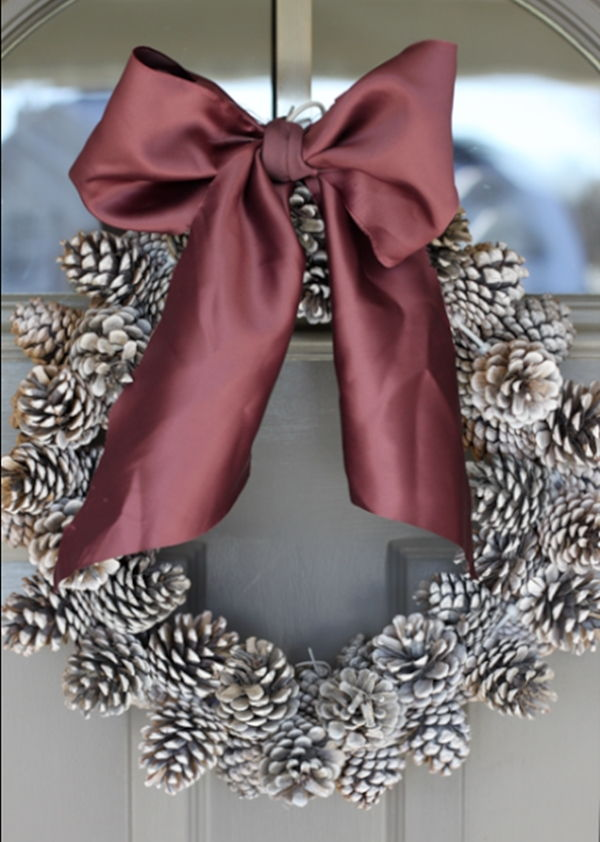 diy coroa de natal com pinhas