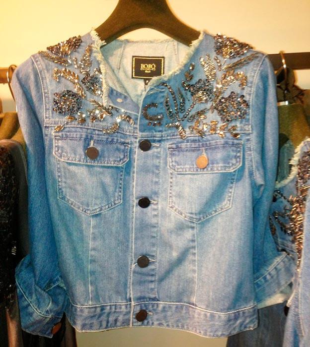 ff5a0796f5 Mais uma ideia diferentes para customizar a sua jaqueta. Recorte uma imagem  a gosto e contorne com tachas.