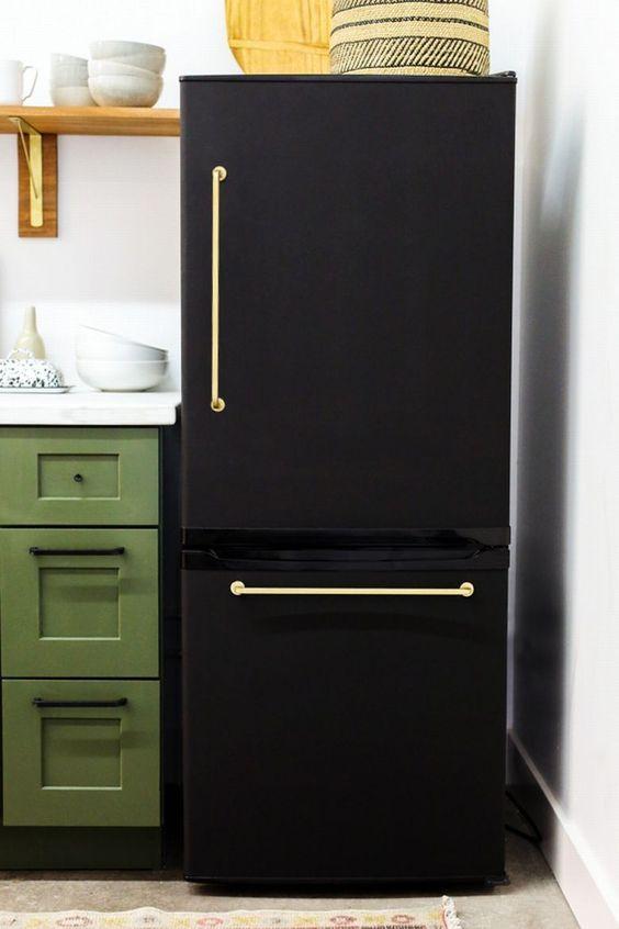 envelopamento geladeira preto