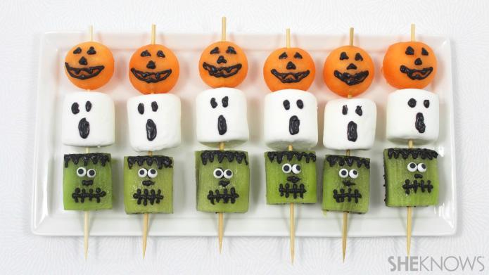 halloween espetadas de fruta