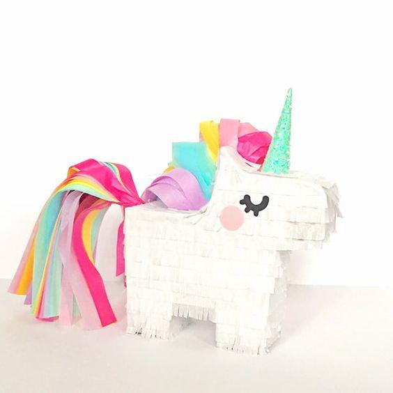 ideias criativas pinhatas unicornio
