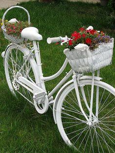 ideias decoraçao de jardim bicicletas