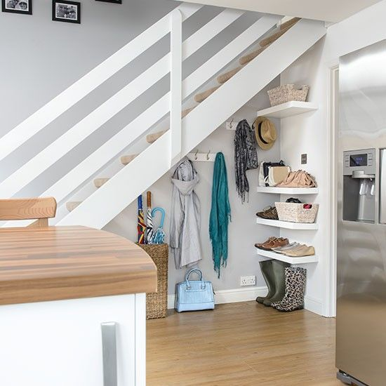 ideias decorar vao escadas cabide