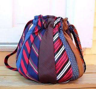 mala feita de gravatas velhas