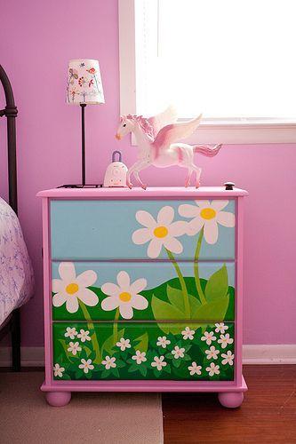 moveis quarto bebe pintados flores 1