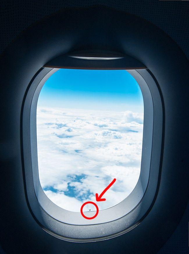 para que serve buraco janela aviao