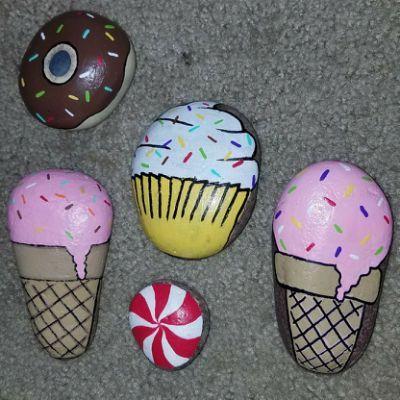 pedras pintadas doces gelados