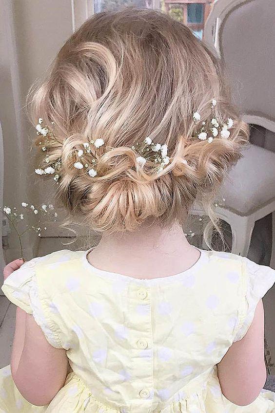 penteados daminha honra flores