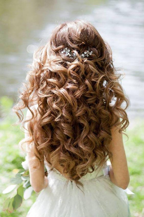 penteados daminha honra ondulado