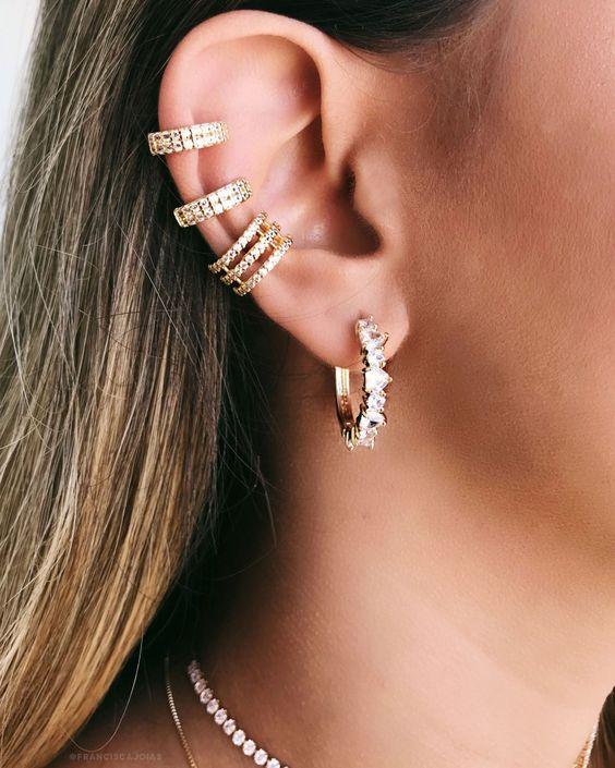 piercing na orelha argola