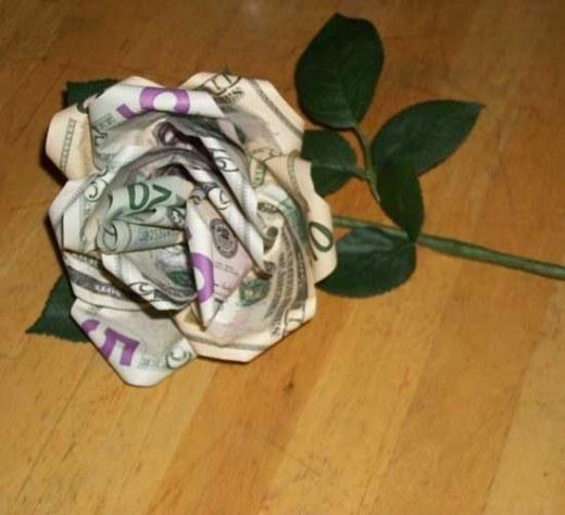 rosa feita de dinheiro