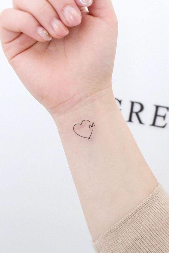 tatauagem feminina pulso delicada coracao