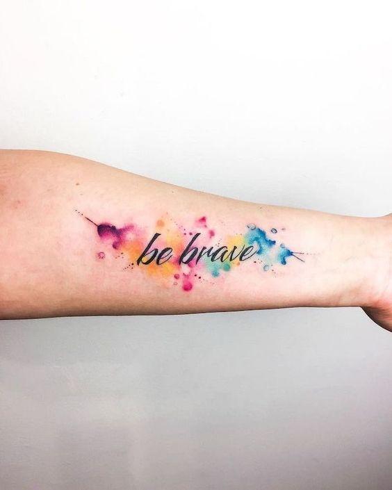 tatuagem aquarela frase