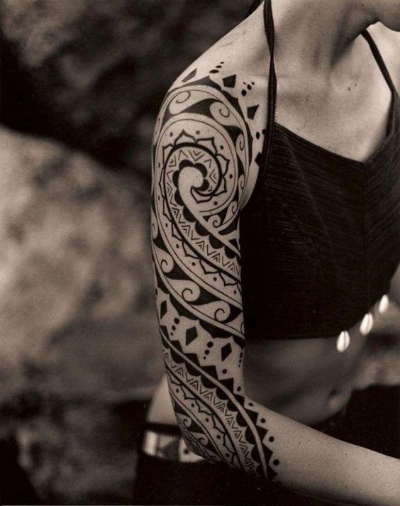 tatuagem feminina tribal braco inspiracao