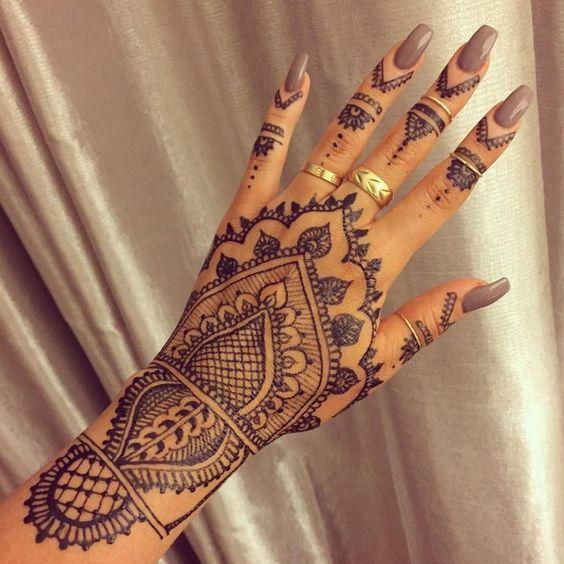 tatuagem mao indiana henna