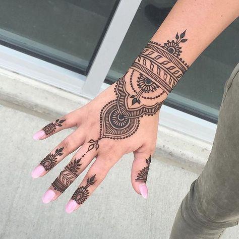 tatuagem mao indiana