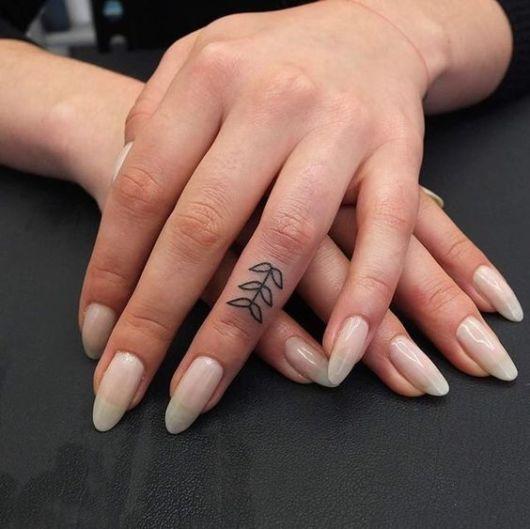 tatuagem mao pequena