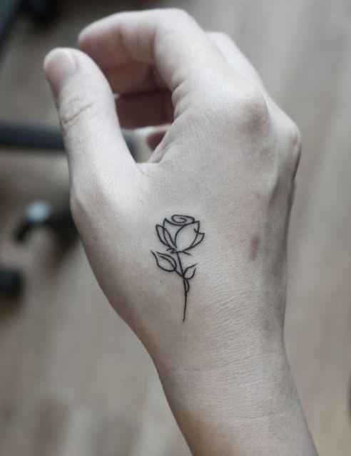 tatuagem mao rosa contorno