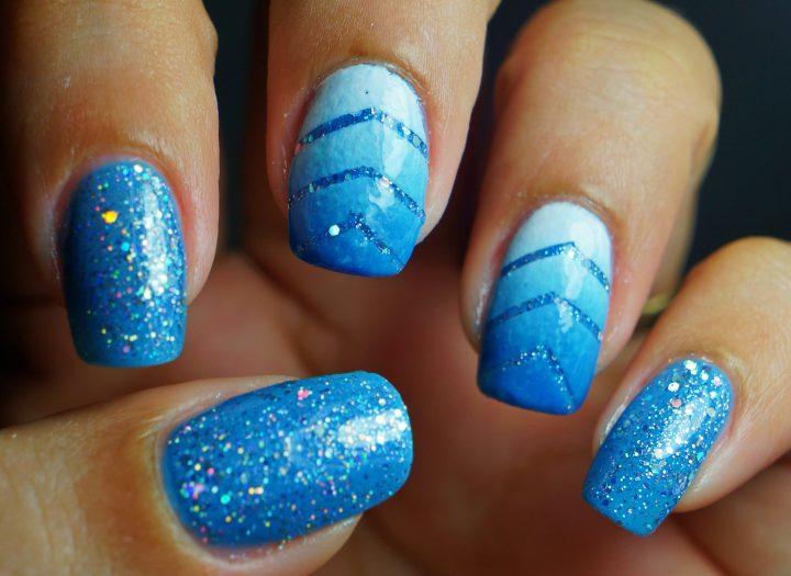 unhas decoradas azul degrade