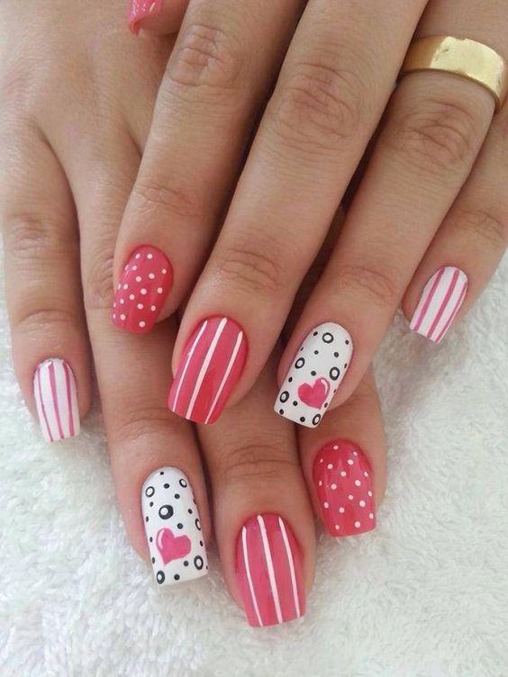 unhas decoradas com peliculas rosa