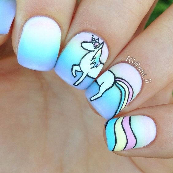 unhas decoradas unicornio