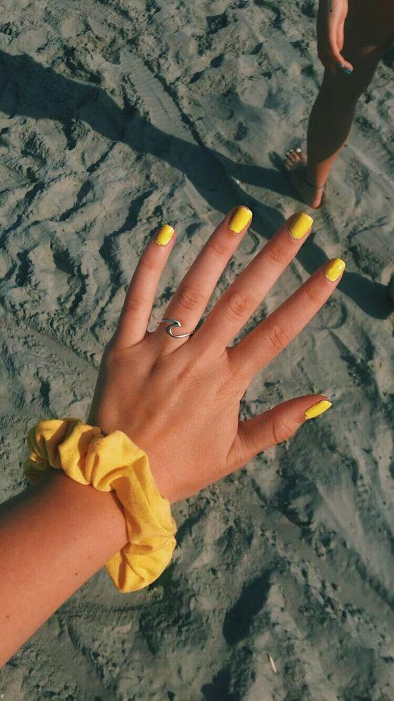 unhas decoradas verao amarela inspiracao
