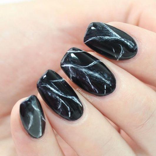 unhas marmorizadas pretas simples