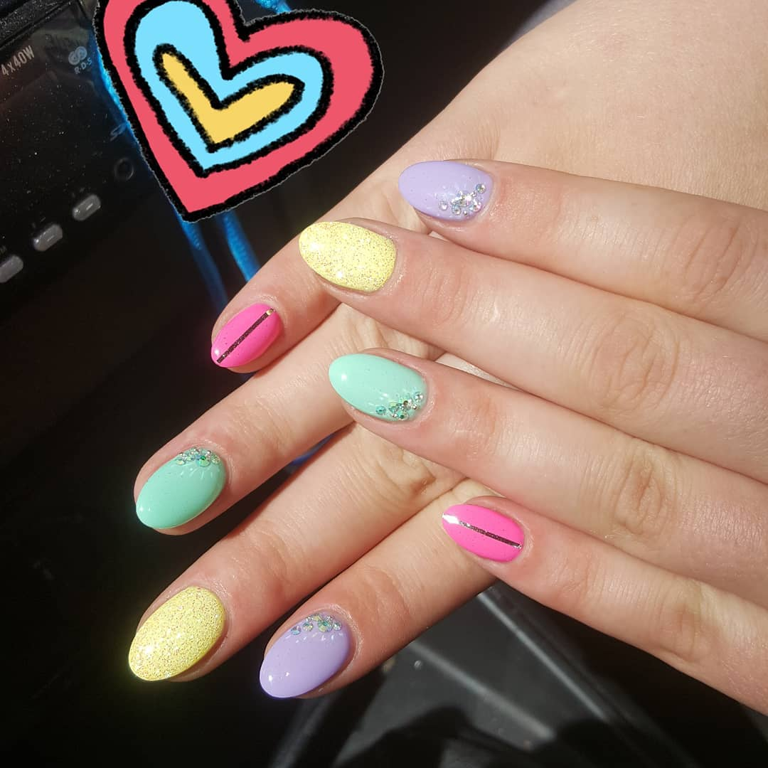 unhas multicoloridas 3