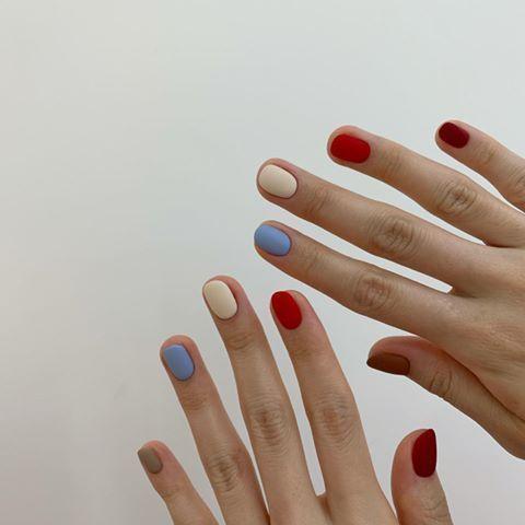 unhas multicoloridas curtas 1