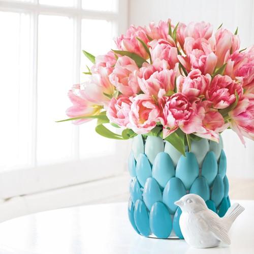 vaso decoatico com colheres de plástico