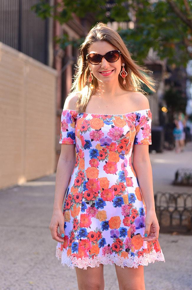 vestido barrado renda floral